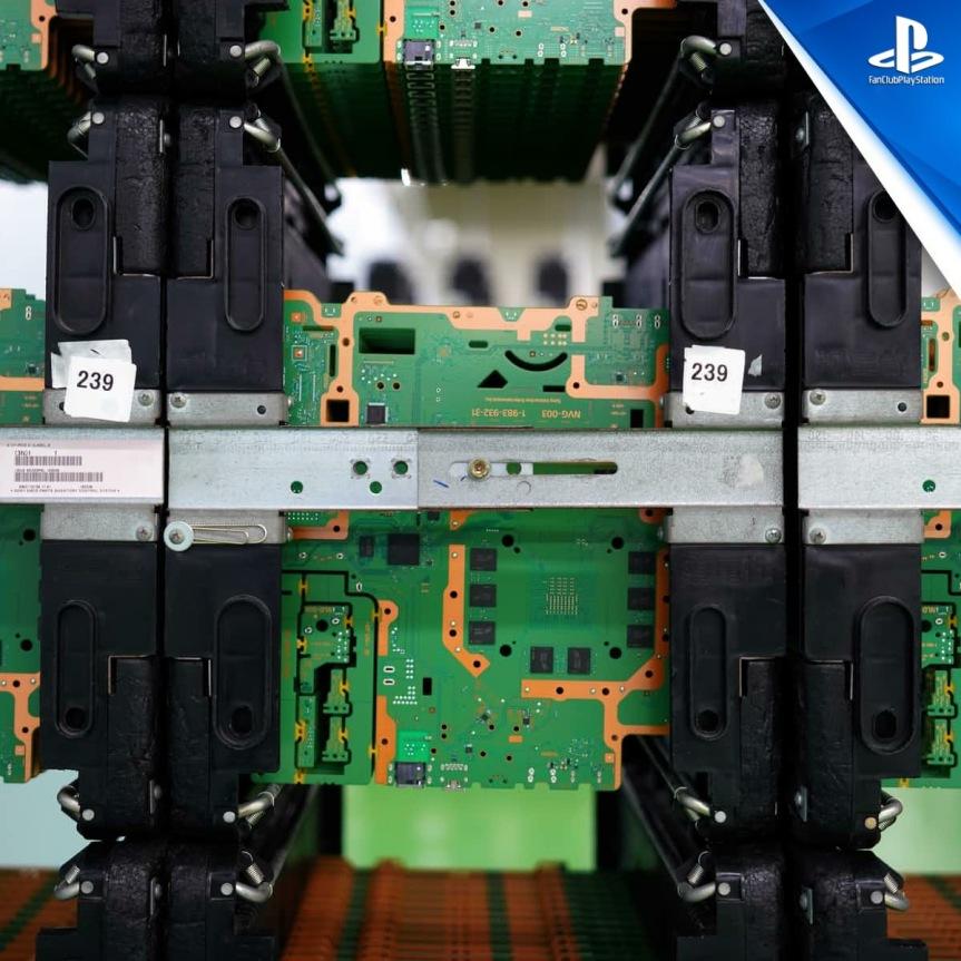 3 PS4 PCB sur rack